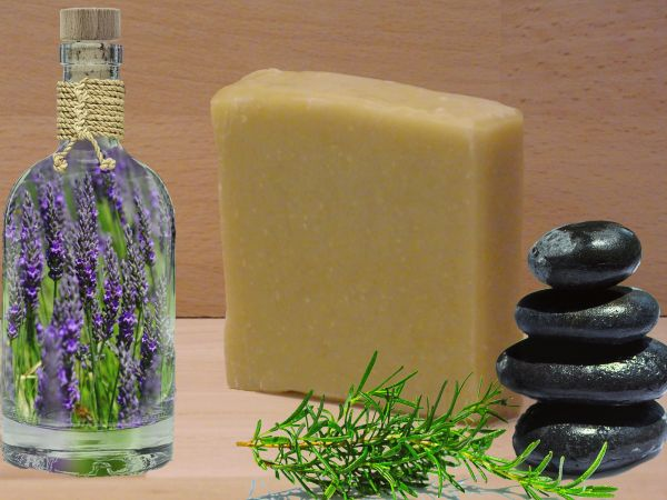 Haarseife aus natürlichen Pflanzenöle und Rohstoffe